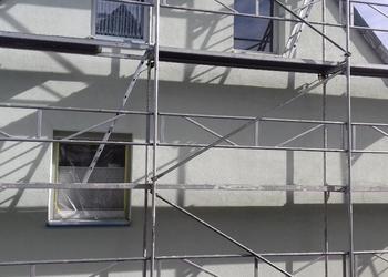 Ein Gerüstbau an einem Haus