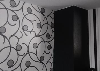 Eine angebrachte Zimmertapete